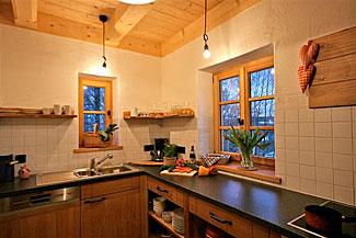 Gemütliche Küche in einer Berghütte Bayerischer Wald